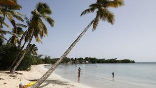 La Martinique se reconfine durant trois semaines face à l'explosion du nombre de cas de Covid-19 et à la saturation des services de réanimation. Les plages, commerces et un certain nombre de lieux culturels et de loisirs ferment leurs portes. (OLIVIER CORSAN / PHOTOPQR/LEPARISIEN/MAXPPP)