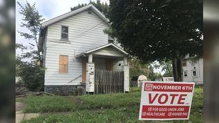 En 50 ans, Flint a perdu la moitié de sa population.Dans de nombreux quartiers, des maisons sont délabrées. (GREGORY PHILIPPS / RADIO FRANCE)