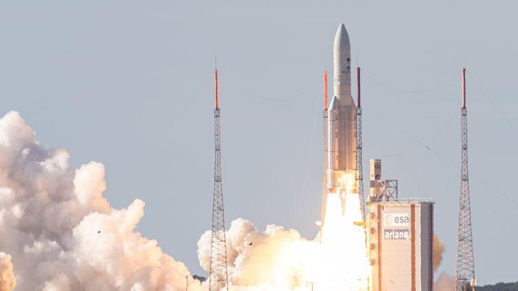 Ariane 5est lancée depuis le centre spatial de Kourou en Guyane française, le 6 août 2019. (JODY AMIET / AFP)
