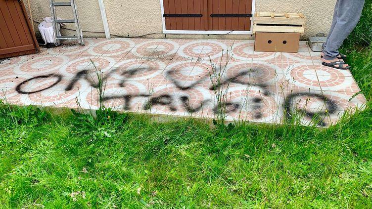 Le domicile de Latifa Ibn Ziaten a été recouvert de tags haineux et antisémites, le 10 juin 2019 à Sotteville-lès-Rouen (Seine-Maritime). (LATIFA IBN ZIATEN)