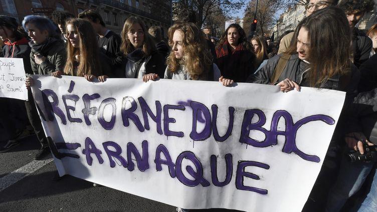 Les lycéens dans la rue pour manifester contre la réforme du bac, à Toulouse, le 11 décembre 2018. (XAVIER DE FENOYL / MAXPPP)