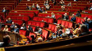 Des députés pendant l'examen d'amendements sur le projet de réforme des retraites, lundi 24 février 2020 à l'Assemblée nationale. (XOSE BOUZAS / HANS LUCAS / AFP)