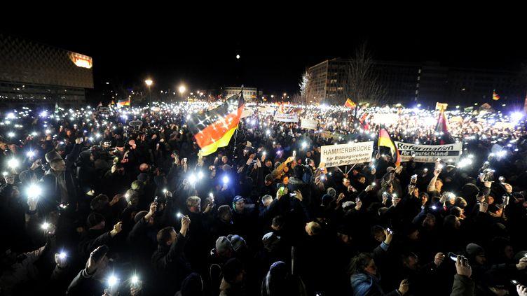 Des manifestants du mouvement anti-islam Pegida, le 19 janvier 2015 à Dresde (Allemagne). (ROBERT MICHAEL / AFP)