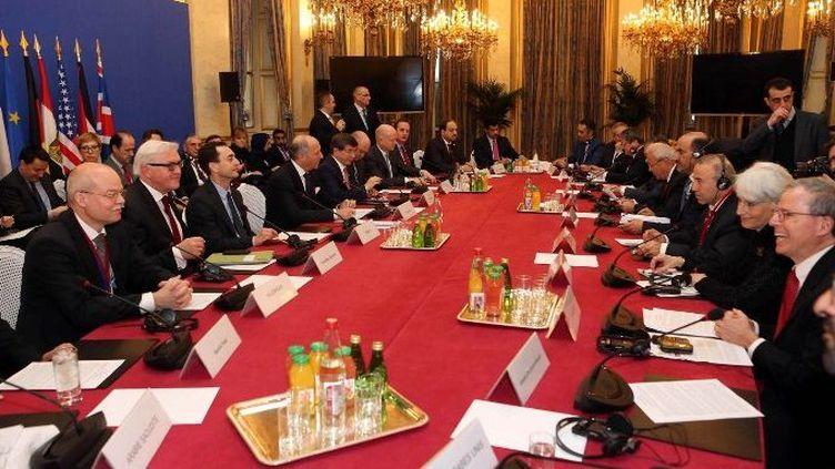 Réunis à Paris, le 12 janvier 2014, les ministres des Affaires étrangères des Amis de la Syrie préparent «Genève 2». (Hakan Goktepe / ANADOLU AGENCY)