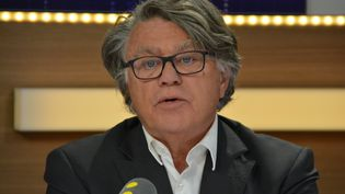 Gilbert Collard dans le studio 221 de Radio France (Jean-Christophe Bourdillat / Radio France)