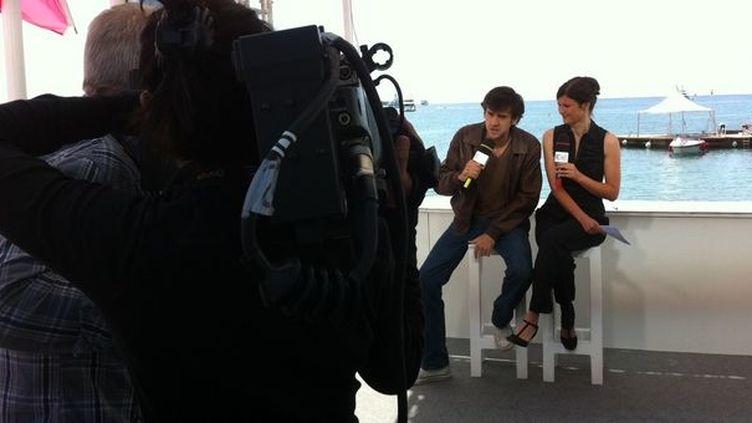Adrien, au côté de Jacqueline Pozzi présentatrice du JT de France 3 Côte d'Azur  (DR)