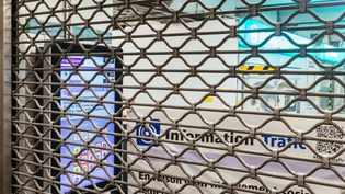 Une station de métro fermée à Paris, le 10 décembre 2019, en pleine grève contre la réforme des retraites. (MATHIEU MENARD / HANS LUCAS / AFP)