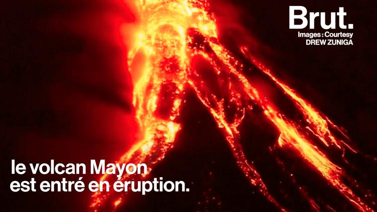 Le volcan le plus dangereux des Philippines est entré en éruption (BRUT)