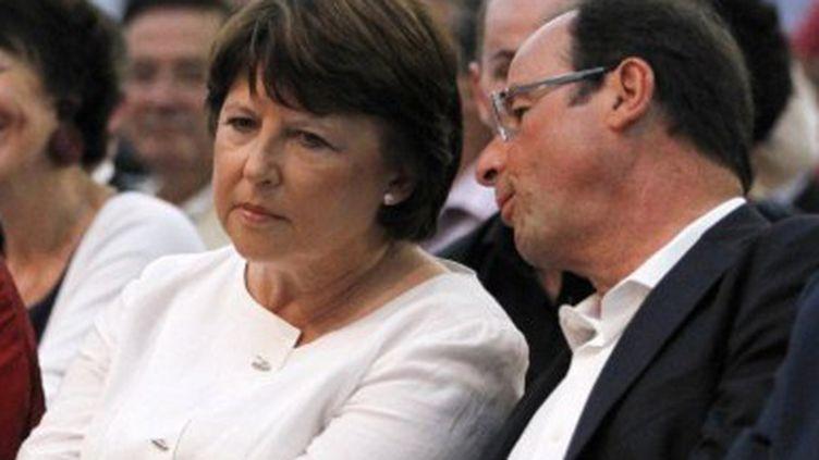 Martine Aubry et François Hollande en août 2011 à La Rochelle (PATRICK KOVARIK / AFP)