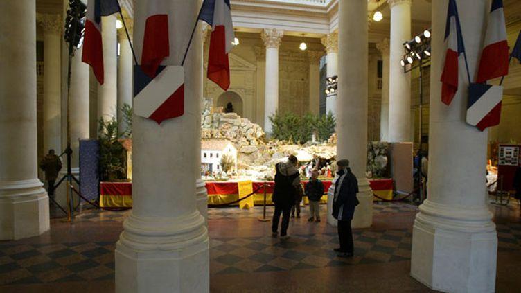 (La crèche de Noël de la mairie d'Avignon en 2004. © Maxppp)