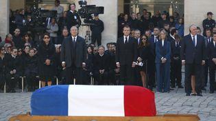 Le président arménien Armen Sarkisian et le président français Emmanuel Macron lors de l'hommage national à Charles Aznavour aux Invalides, le5 octobre 2018. (CHRISTOPHE ENA / AFP)