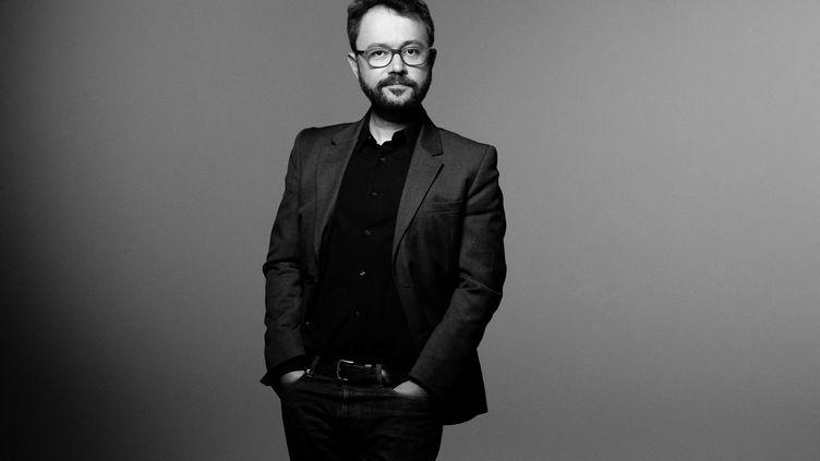 Le dessinateur de BD et réalisateur d'origine syrienne, Riad Sattouf, lors d'une séance photo à Paris, le 7 septembre 2020. (JOEL SAGET / AFP)