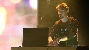 Le DJ Renoizer répète règle les derniers prépartifs avant sa prestation au Printemps de Bourges  (France 3 / Culturebox)