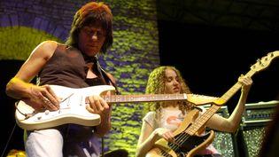 Jeff Beck, lors de son concert aux Nuits de la Guitare, le 21 juillet 2007. (PIERRE MURATI / MAXPPP)