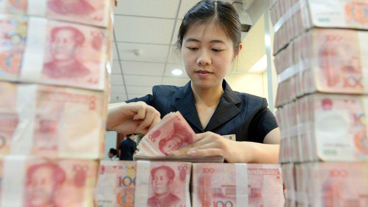 La Banque centrale chinoise a abaissé ses taux d'intérêts par six fois depuis fin 2014 pour faire baisser le Yuan. (AFP/ Li xIANGYU/ IMAGINE CHINA)