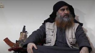 Abou Bakr al-Baghdadi, chef de l'État islamique, s'est exprimé dans une vidéo publiée lundi 29 avril. (FRANCE 3)