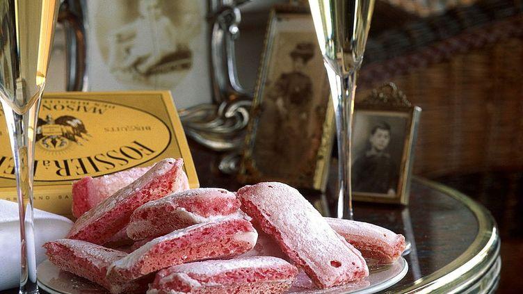 Le fameux Biscuit Rose de Reims, commercialisé par la Maison Fossier (GAMMA-RAPHO VIA GETTY IMAGES)
