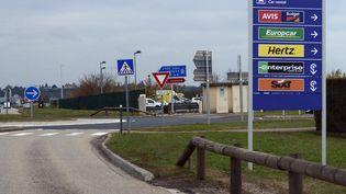 Parking des voitures de location à l'aéroport de Lyon-Saint-Exupéry (illustration). (RICHARD MOUILLAUD / MAXPPP)