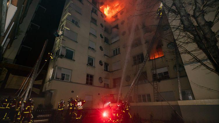 L'immeuble incendié de la rue Erlanger, dans le 16e arrondissement de Paris, le 5 février 2019. (BENOÎT MOSER/BSPP)