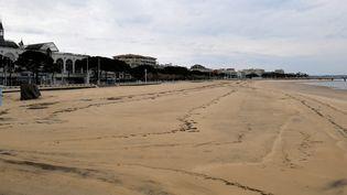 La plage d'Arcachon (Gironde), le 13 avril 2020 durant le confinement. (GEORGES GOBET / AFP)