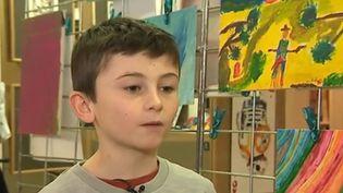 Dans le département du Nord, Arthur aide les sans-abri en vendant depuis plusieurs années ses peintures. (France 3)