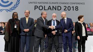 Les négociateurs internationaux de la COP24, à Katowice, en Pologne, le 15 décembre 2018. (JANEK SKARZYNSKI / AFP)