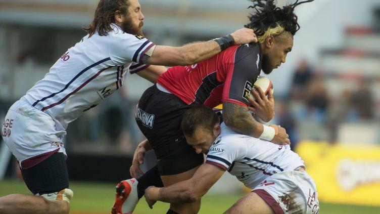 La charge de Ma'a Nonu fait mal à la défense de Bordeaux-Bègles (BERTRAND LANGLOIS / AFP)