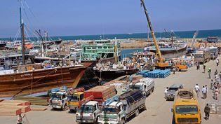 Une vue générale, prise le 18 novembre 2013, du port de Bossasso devenu plaque tournant des exportations dans le Puntland. (MOHAMED ABDIWAHAB / AFP)