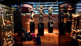 Des statues royales du Royaume du Dahomey datant de 1890-1892 exposées au Musée du Quai Branly-Jacques Chirac à Paris, le 18 mai 2018. (GERARD JULIEN / AFP)