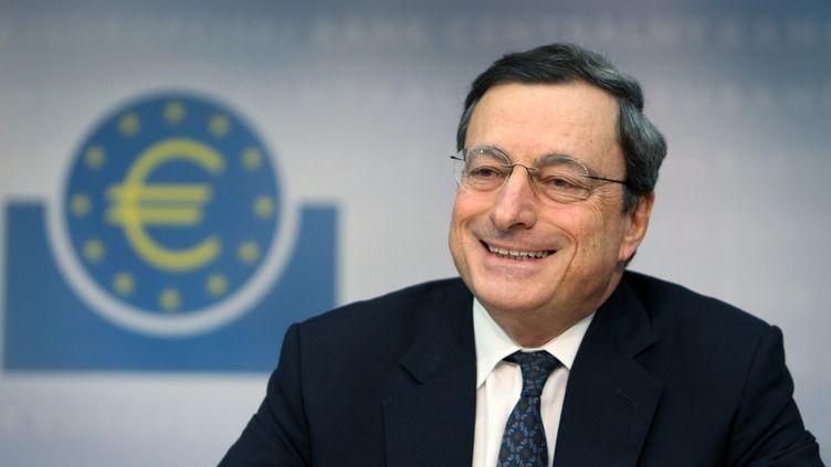 Le président de la Banque centrale européenne, Mario Draghi, lors d'une conférence de presse au siège de la BCE à Francfort (Allemagne), le 8 décembre 2011. (DANIEL ROLAND /AFP PHOTO)
