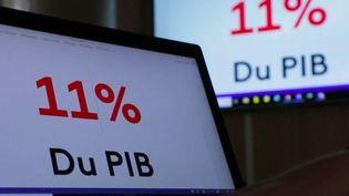 Avec le confinement, la récession et les plans de relance,la dettepublique française va passer à121%du PIB pour la fin 2020, contre100%avant la crise. (France 2)