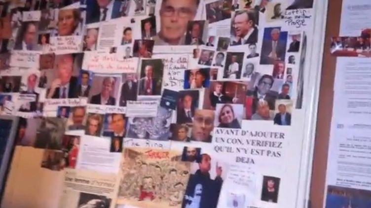 """Capture d'écran de la vidéo montrant le """"mur des cons"""" affiché dans les locaux parisiens du Syndicat de la magistrature, publiée le 23 avril 2013 sur le site Atlantico. (ATLANTICO)"""