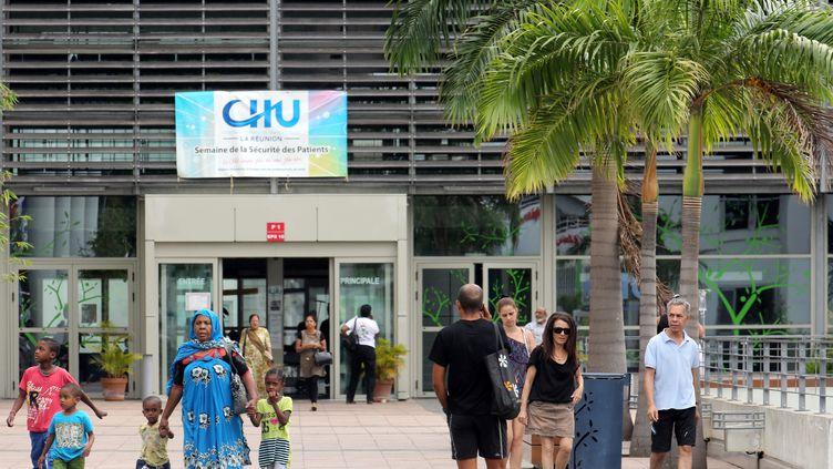 L'entrée de l'hôpital de Saint-Denis à la Réunion. (Illustration) (RICHARD BOUHET / AFP)