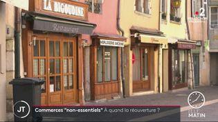 Le gouvernement étudie l'hypothèse d'une réouverture des petits commerces afin de sauver les fêtes de fin d'année. (France 2)