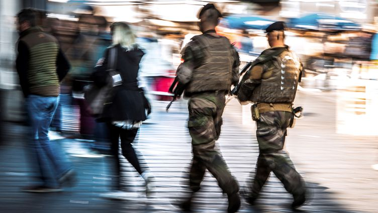 Une patrouille Sentinelle à Lille, le 2 septembre 2017. (PHILIPPE HUGUEN / AFP)