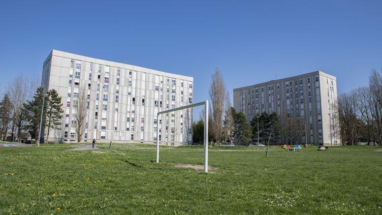 Un terrain de foot déserté, le 23 mars 2020 à Compiègne (Oise). (ANTONI LALLICAN / HANS LUCAS / AFP)