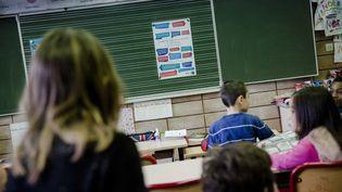 Depuis 2013, une charte est venue expliciter, dans les écoles, les textes fondateurs du principe de laïcité à l'école. (MARLENE AWAAD / MAXPPP)