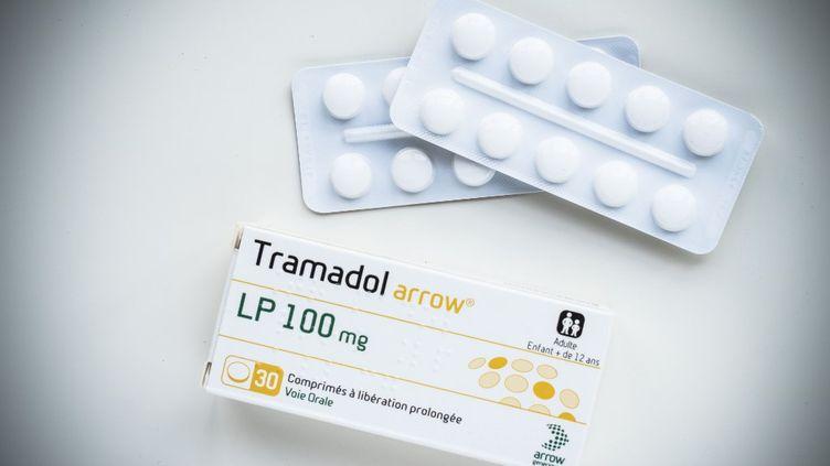 Une boîte de Tramadol, un opioïde prescrit comme antidouleur. (VOISIN / PHANIE / AFP)