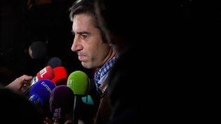 Le député François Ruffin s'exprime devant les médias place de la République, à Paris, le 29 novembre 2018. (STR / AFP)