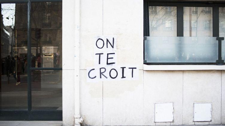 Message d'un collectif contre les violences sexuelles à Paris, en mars 2021. (FIORA GARENZI / HANS LUCAS VIA AFP)