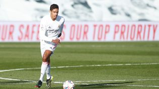 Raphaël Varane contre Valence le 14 février 2021. (OSCAR BARROSO / AFP)