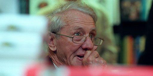 Le dernier Premier ministre blanc de la Rhodésie (devenu depuis le Zimbabwe), Ian Smith, le 22-9-1998 à Londres. (Reuters - Paul Hackett)
