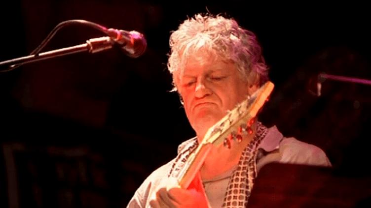 Le guitariste Rodolphe Burger en concert à Rochefort  (France3/Culturebox)
