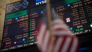Le Dow Jones a dépassé les 20 000 points pour la première fois de son histoire mercredi 25 janvier. (BRYAN R. SMITH / AFP)