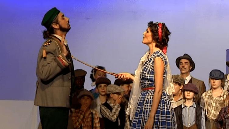 La belle Adina (Laurence Guillod) fait marcher son monde à la baguette.  (France 3 / Figaro Si, Figaro Là)