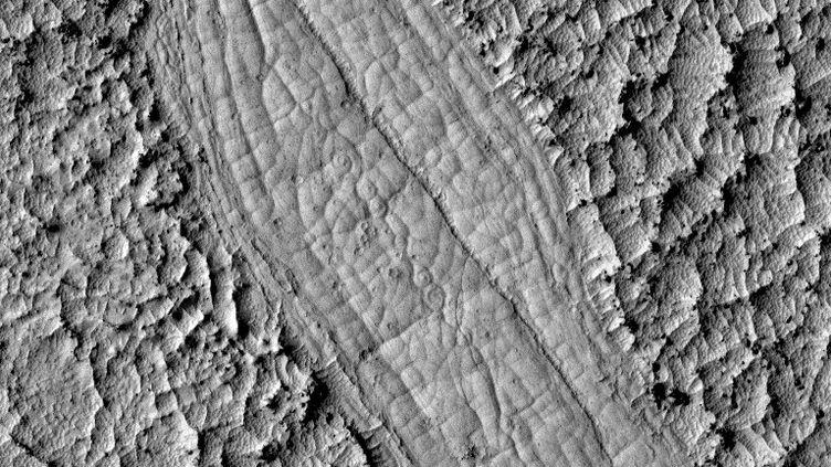 Photo de coulées de lave sur Mars transmises par la sonde Mars Reconnaissance Orbiter. (UNIVERSITY OF ARIZONA / JPL-CALTECH / NASA / AFP PHOTO)