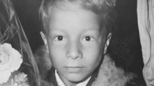 Une photographe marseillaise a eu la surprise de retrouver une pellicule dans un vieil appareil acheté aux puces de Moscou cet été. Un visage d'un petit garçon est alors apparu. Qui est-il et qu'est-il devenu ? (France 2)