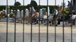 Le cimetière d'Étables-sur-Mer dans les Côtes-d'Armor, le 26 février 2016 (photo d'illustration). (DAMIEN MEYER / AFP)