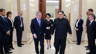 Le président du CIO, Thomas Bach, a rencontré à Pyongyang (Corée du Nord) ledirigeant nord-coréen, Kim Jong-un. (KCNA VIA KNS / AFP)