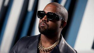 Le chanteur Kanye West, le 9 février 2020, àBeverly Hills (Californie, Etats-Unis). (RICH FURY/VF20 / GETTY IMAGES NORTH AMERICA / AFP)